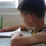 喜欢拿笔写字的小孩更聪明