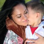 爱的抱抱对宝宝一生的影响