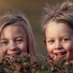 帮助孩子创建手足之间的友谊