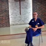 这才叫正港爱台湾!柯彼得医师行医 32 年终于拿到身分证:台湾就是我的家