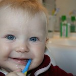 宝宝应该几岁开始看牙医?