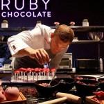 """""""黑白""""巧克力太逊了!知名巧克力厂商推出""""红宝石""""巧克力,陪我们度过更""""梦幻""""的情人节"""