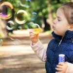 父母放下让孩童玩乐后,孩子脑袋比电脑强!一切学习都是经由玩乐来的