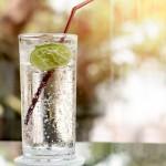气泡水比正常饮用水更健康或更不健康?