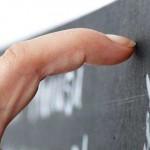 为何指甲刮黑板的声音会让你很不舒服?