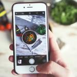你能用餐时都不看手机吗?