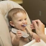 不用禁止幼儿用餐时玩食物