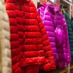 英国高中禁止学生穿高价外套