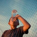 多喝水帮助孩子免于过胖侵袭