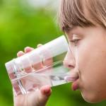 炎热夏天 幼儿补水有妙方