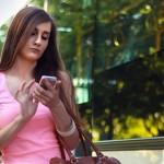 纽约立法禁止走路滑手机