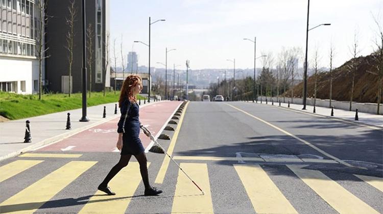 blind-engineer-invents-smart-cane-wewalk-10-5d76658eb1d7d__700