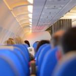飞机坐在靠窗好,还是靠走道好?