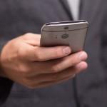 现代人传短信的速度跟打字一样快
