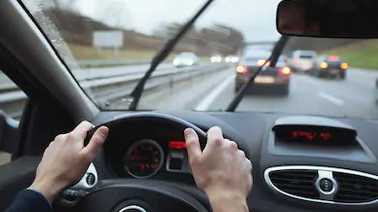车内摄影机帮助驾驶专心开车