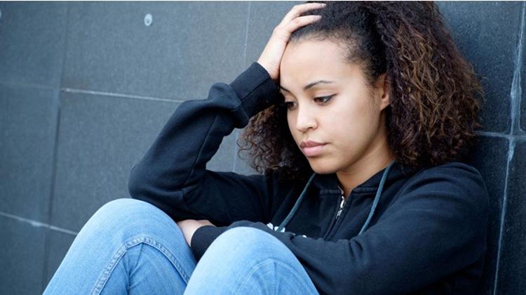 为何青少年抑郁症多发于女生?