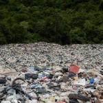 每年海洋数十万吨塑胶微粒被海风吹上岸