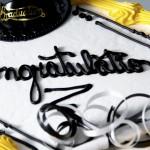 800个免费蛋糕温暖高中毕业生的心