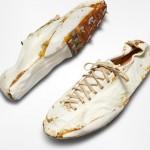 一双泛黄的NIKE古董白鞋预计拍卖15万美元