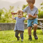 帮助孩子学会关怀的四个关键时期
