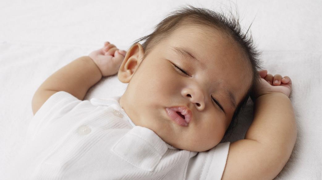 如何训练孩子规律的小睡习惯?