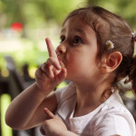 如何修正孩子不友善的行为?
