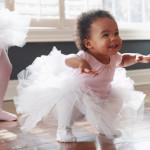 如何在幼儿成长关键协助其发展?
