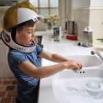 三分之一父母会为孩子分配最不喜欢家务